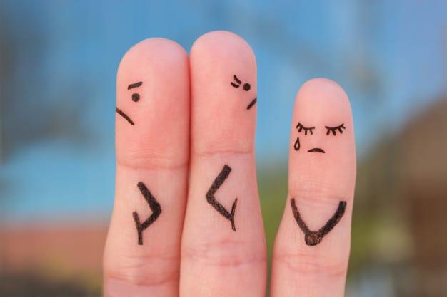 fingers-art-couple-after-argument-looking-different-directions-idea-family-during-conflict-concept-parents-quarrel-child-was-upset_104376-836
